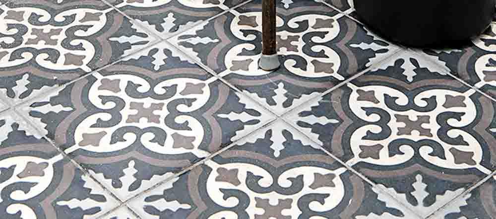 marockanskt kakel och mönstrade betongplattor.